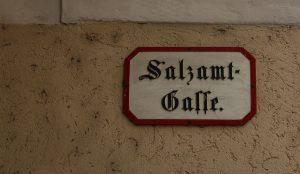 """Das Salzamt war eine Stelle ohne Publikumsverkehr - dort konnte man sich daher nicht beschweren. """"Geh zum Salzamt"""" ist ein Wiener Ausdruck für menschliche Vergeblichkeit."""